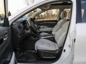 2017款2.5L 四驱至尊版 前排空间