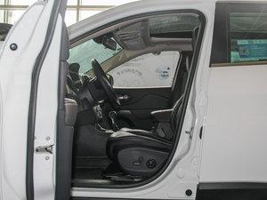 2016款2.4L 专业版 前排空间
