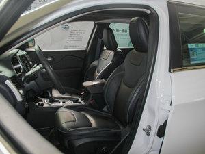 2016款2.4L 专业版 前排座椅