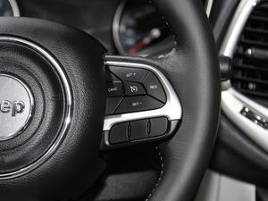 2017款200T 四驱家享版 中控区