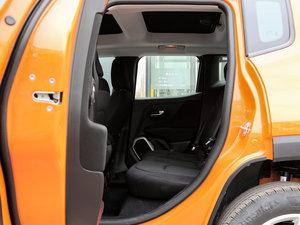 2017款180TS 自动四驱越能敞篷版 后排空间