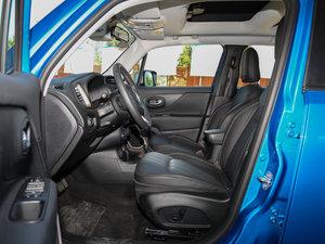 2017款180TS 自动四驱全能敞篷版 前排空间
