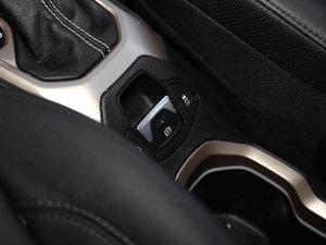 2017款180TS 自动四驱全能敞篷版 驻车制动器