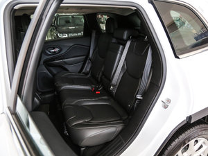 2017款2.0L 优越版 后排座椅