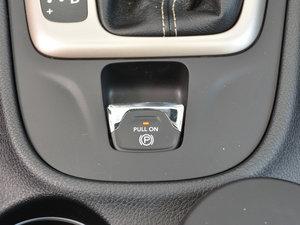 2017款2.4L 全能版 驻车制动器