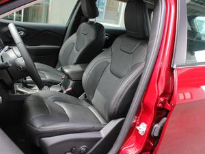 2017款2.4L 领先版 前排座椅