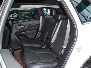 2017款2.4L 优越版 后排座椅