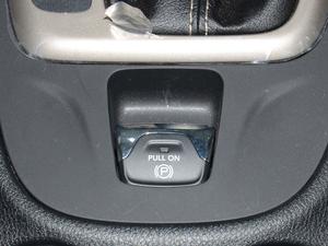 2017款2.4L 优越版 驻车制动器
