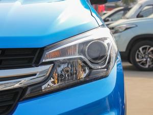 2018款1.8L 手动舒适型 7座 头灯