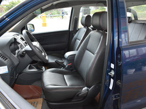 2017款1.9T 柴油手动两驱进取大双版 前排座椅