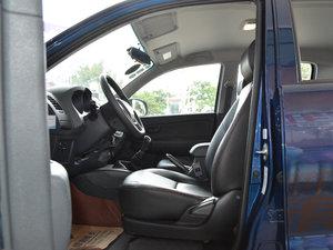 2017款1.9T 柴油手动两驱进取大双版 前排空间