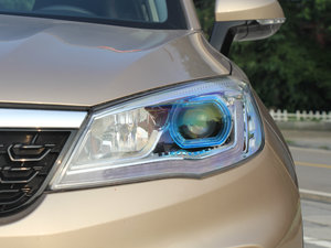 2017款1.5L CVT尊贵型 头灯
