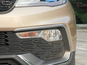2017款1.5L CVT尊贵型 雾灯