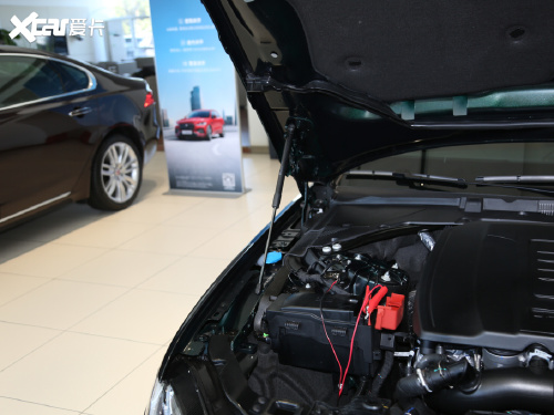 2021款 捷豹XFL XFL 2.0T P300 四驱旗舰运动版