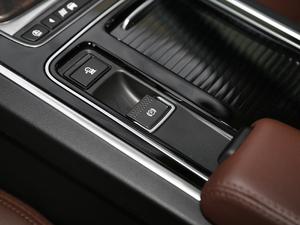 2018款2.0T 250PS 尊享版 驻车制动器