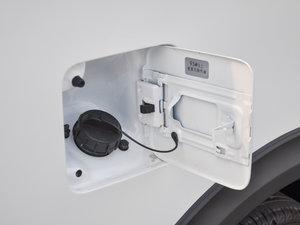 2017款1.5T 手动时尚型 油箱盖打开