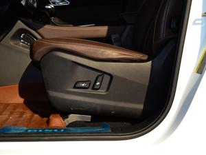 2017款1.5T 自动旗舰型 座椅调节