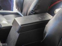 空间座椅角斗士前排中央扶手