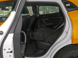 2019款升级款 2.0T 两驱旗舰型 后排座椅放倒