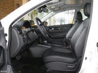 空间座椅风行S50 EV前排空间