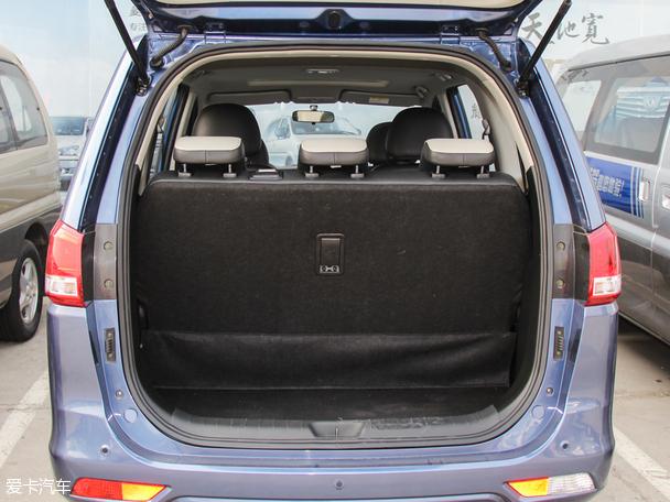 将后排座椅折叠之后,可以放一些大件行李.-推1.5手豪 1.6自享 风行S高清图片