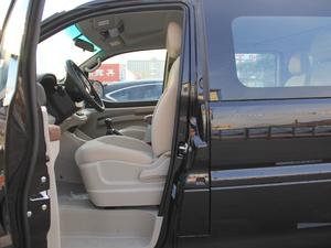 2018款M5L 1.6L 手动舒适型 9座 前排空间