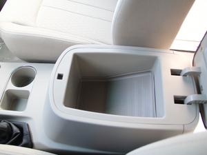 2018款M5L 1.6L 手动舒适型 9座 前排中央扶手