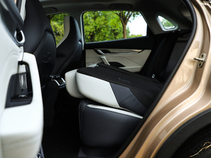 2018款400 Extra创新版 后排座椅放倒
