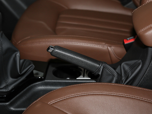 2018款2.4L 汽油四驱精英型4G69 驻车制动器