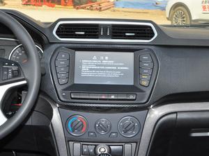 2018款欧洲版 2.0T 柴油两驱大双精英型4D20D 中控台