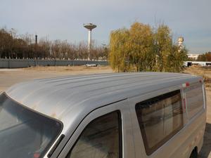 2018款1.5L 手动基本型平顶背掀门厢货 车顶
