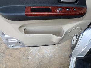 2018款1.5L 手动基本型平顶背掀门厢货 车门储物空间