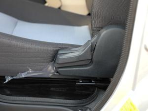2018款1.5L 手动基本型平顶背掀门厢货 座椅调节