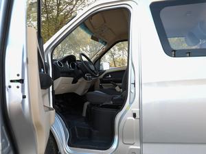2018款1.5L 手动基本型平顶背掀门厢货 前排空间