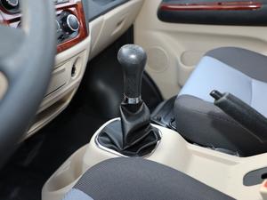 2018款1.5L 手动基本型平顶背掀门厢货 变速挡杆