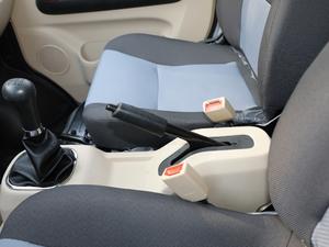 2018款1.5L 手动基本型平顶背掀门厢货 驻车制动器