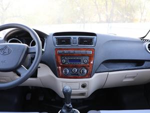 2018款1.5L 手动基本型平顶背掀门厢货 中控台