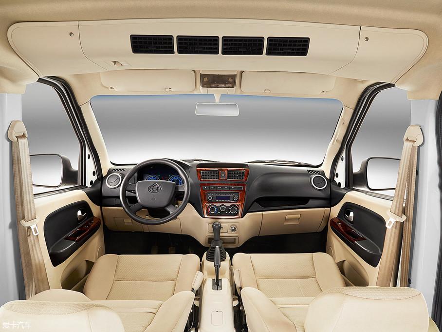 2017款睿行M801.5L 手动舒适型平顶背掀门