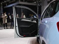 空间座椅哪吒N01驾驶位车门