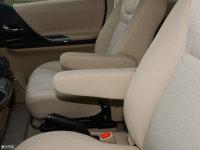 空间座椅道达V8前排中央扶手