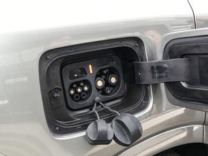 2019款增程6座版 油箱盖打开