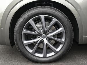 2019款增程6座版 轮胎