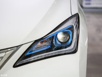 細節外觀逸動EV頭燈
