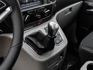 2018款宜家版 2.0L 手动豪华智能型 变速挡杆