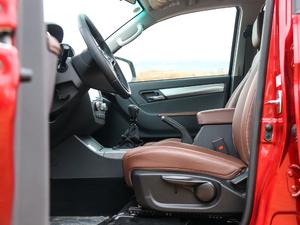 2019款探索版 2.0T 四驱尊贵型标双 汽油 前排空间