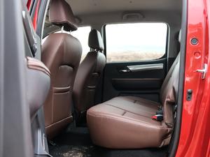 2019款探索版 2.0T 四驱尊贵型标双 汽油 后排空间