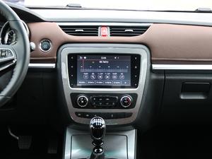 2019款探索版 2.0T 四驱尊贵型标双 汽油 中控台
