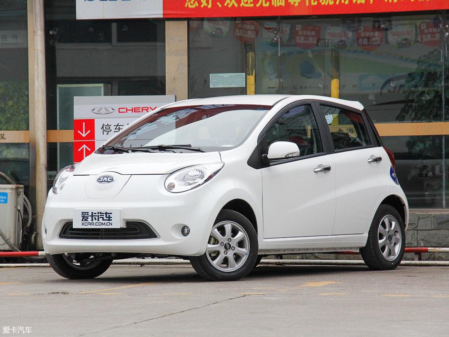 江淮iEV6E分为标准版和时光版两种车型。在此为大家推荐的是标准版车型,新车的续航里程可达200km以上,支持快充,北京地区补贴后的售价也不高于6万元。