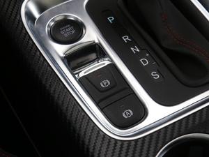 2018款超级版 251T 自动至尊型 5座 驻车制动器