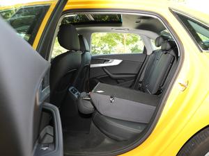 2018款30周年版 40 TFSI 运动型 后排座椅放倒